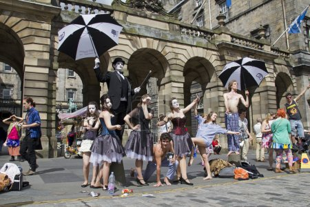 Постер, плакат: Performers at Edinburgh Festival, холст на подрамнике