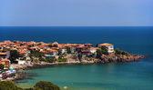 Dorf an der Küste eines Meeres