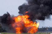 Výbuch s létáním úlomků