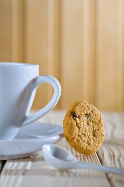 Closeup composition. blue coffee cup with spoon and cookie