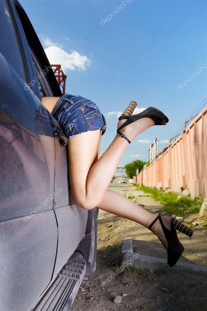 выиграла кучу девушки сами лезут в машину же