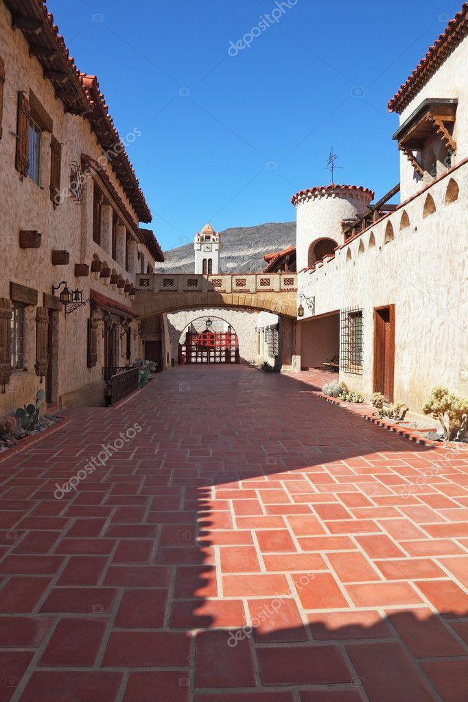 scottys castle courtyard - 533×800