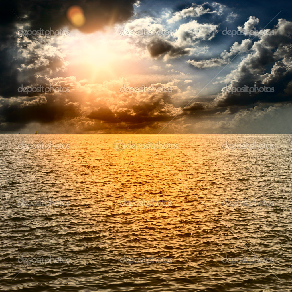 Фотообои Yellow Sun Set in The Middle of The Ocean