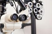 Fotografia attrezzature mediche per checkup occhio