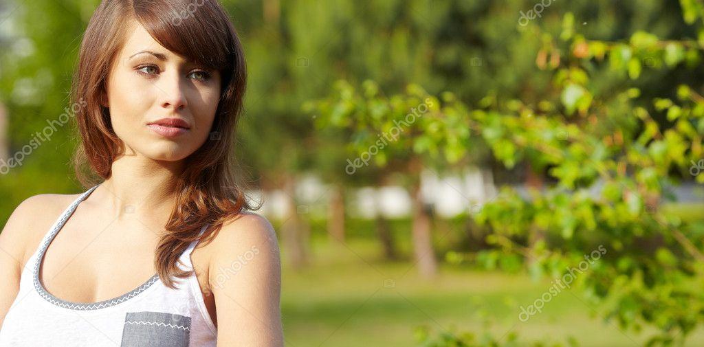 пикап девушки в весеннем парке смотреть онлайн стояла перед