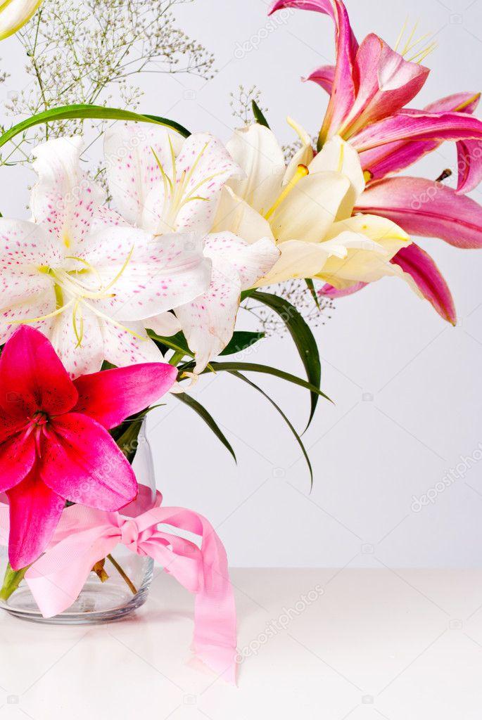 Blumen weiß und rosa Lilie — Stockfoto © Vasilek #11798012