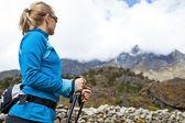 Photo Woman hiking in Himalaya Mountains