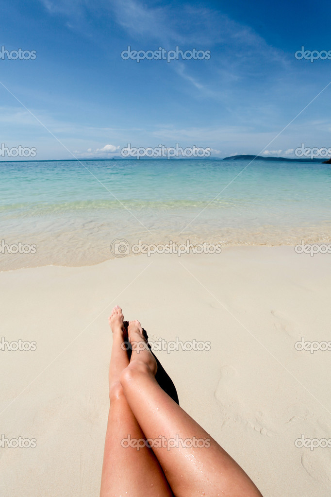 фото ног девочек на пляже