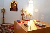 Az oltár világította meg a kora reggeli napfény falu Dubki, Saratov régió