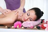 žena v denní lázně, získání hluboké tkáně masáž