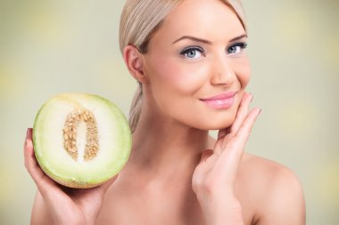 Women with healthy skin thanks to the melons