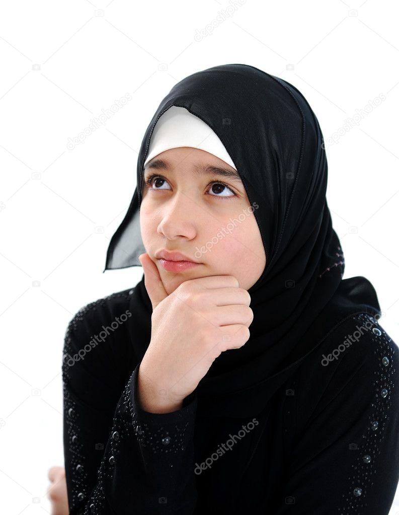 Fille Arabe portrait de jeune fille arabe — photographie zouzou © #11747910