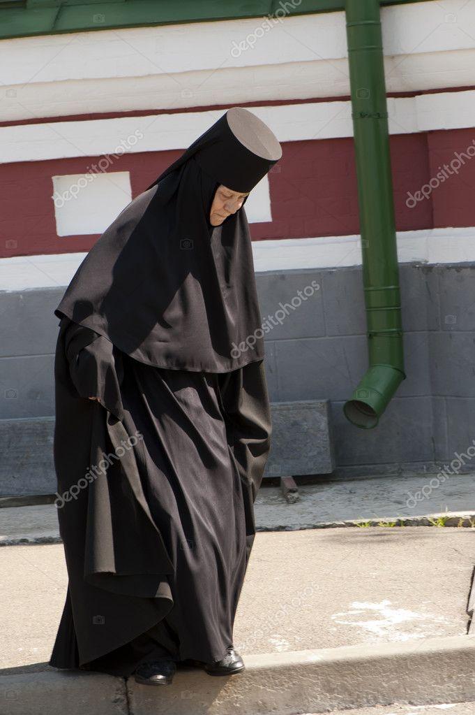 монашка в колготках фото