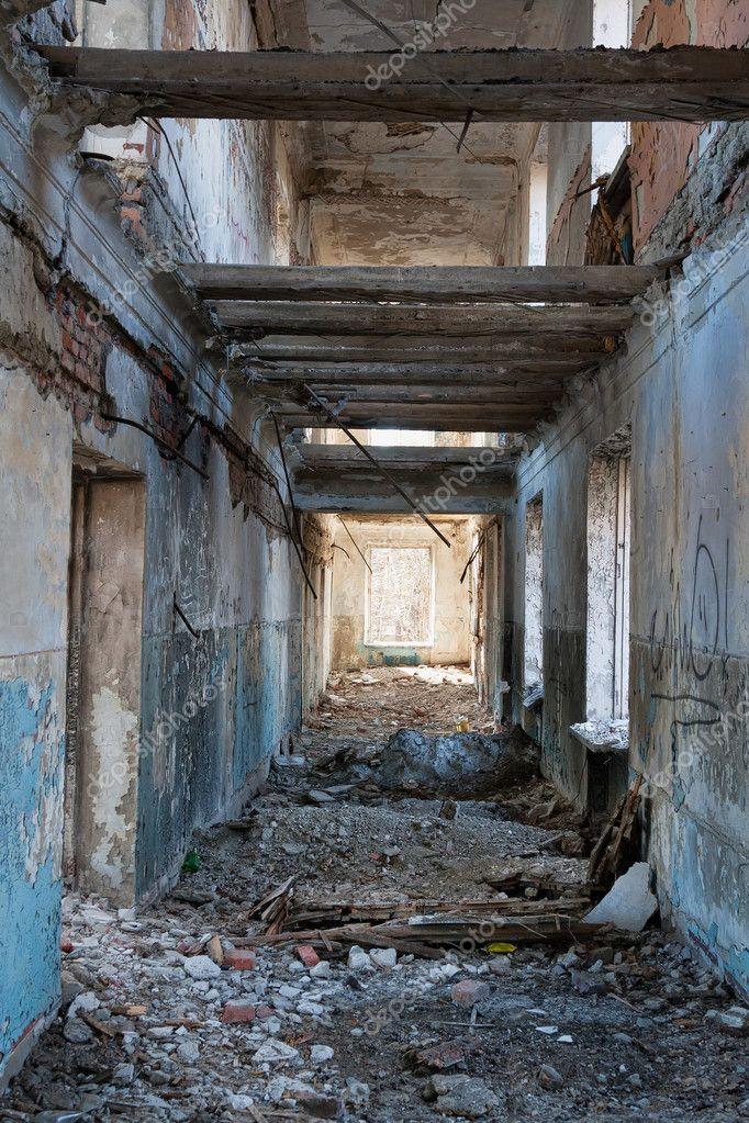 Interno della casa distrutta foto stock ruslan 11198343 for Interno della casa