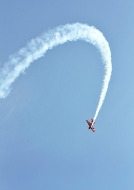 Perform aerobatics by the aircraft at the airshow