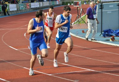 Runners competing
