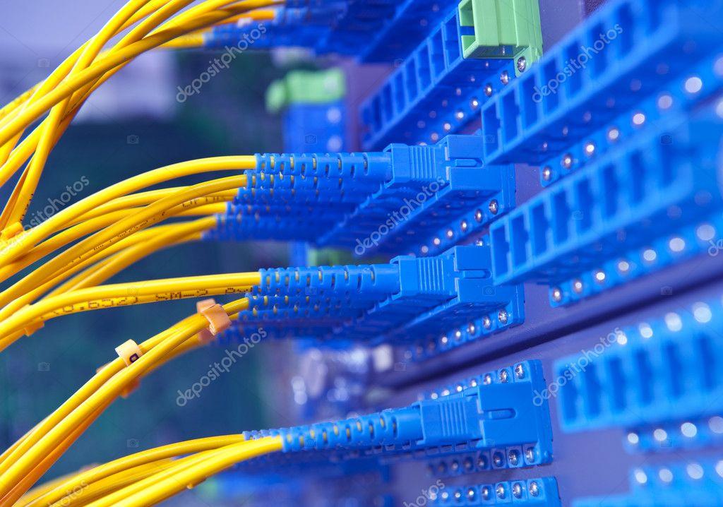 Sala De Servidores De La Red De Comunicaci 243 N E Internet