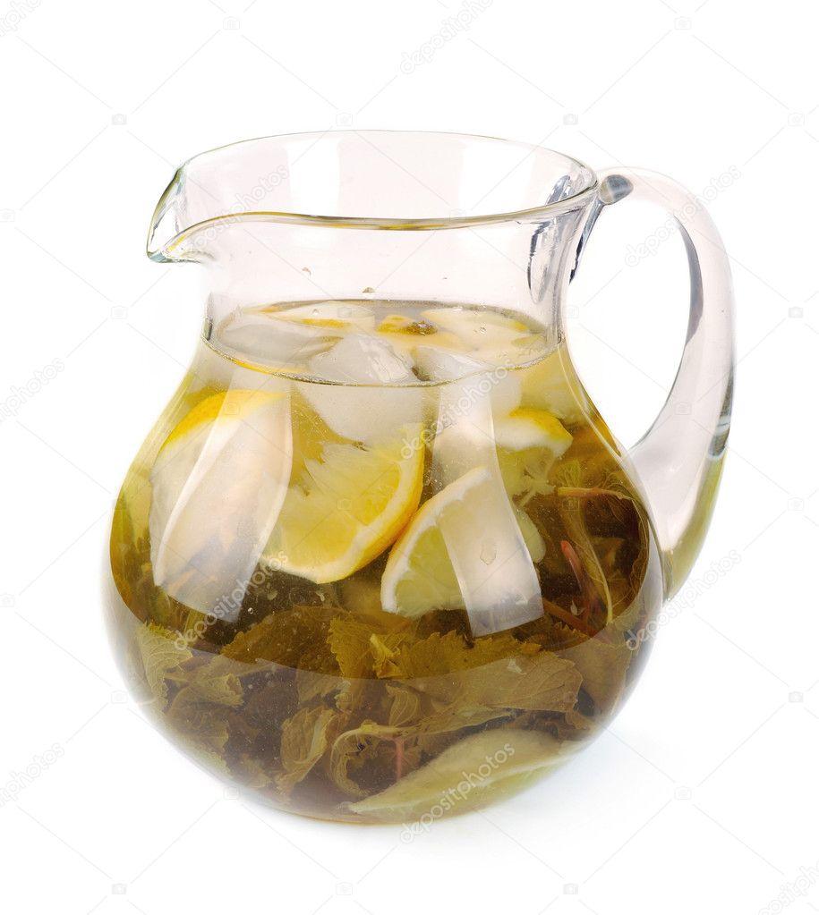λεμόνι-μέντα ποτό σε ένα pitch...