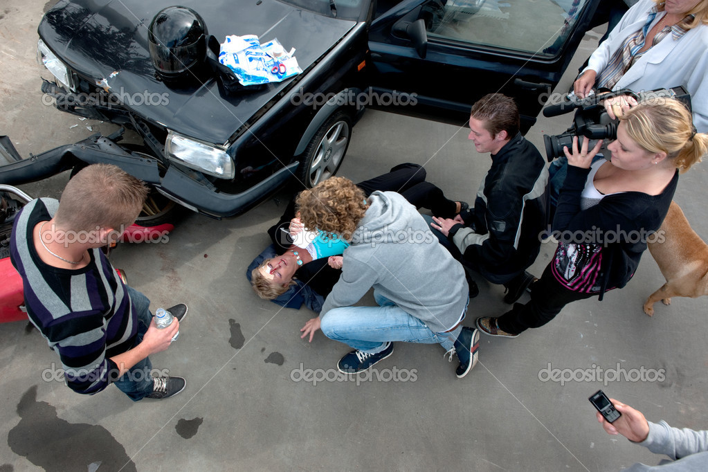 chaotische Szene kurz nach einem Autounfall — Stockfoto © Corepics ...