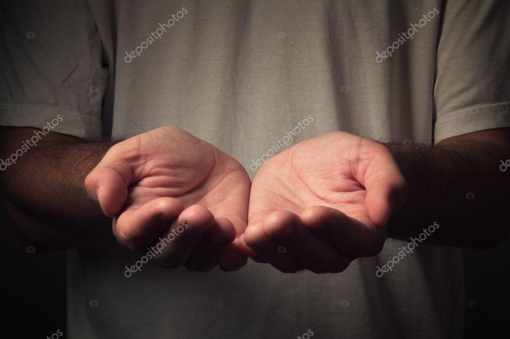 ouvrir les mains d 39 un homme photographie stevanovicigor 11681550. Black Bedroom Furniture Sets. Home Design Ideas