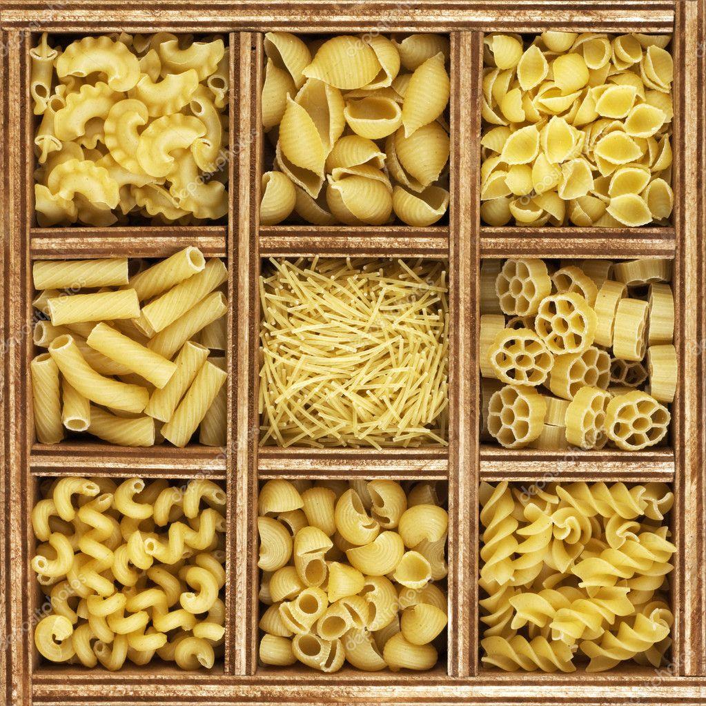 verschiedene arten von italienische pasta in holzkiste katalog stockfoto vjotov 11098867. Black Bedroom Furniture Sets. Home Design Ideas