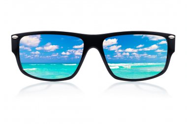 Sunglasses with reflections of the ocean