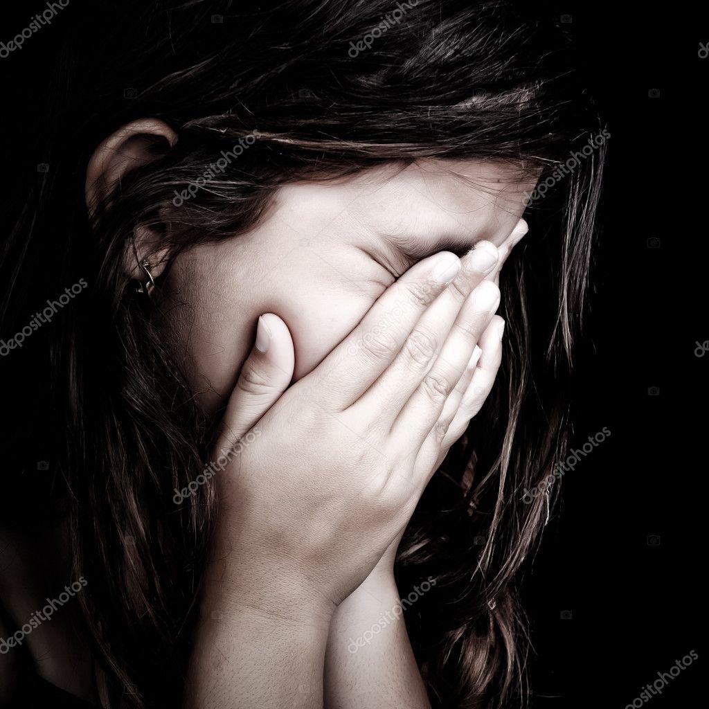 Fille Qui Pleure portrait de grunge d'une fille qui pleure — photographie kmiragaya