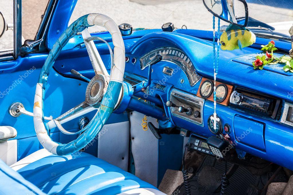 Int rieur d 39 une voiture am ricaine vintage photo 12223797 for Interieur d une voiture