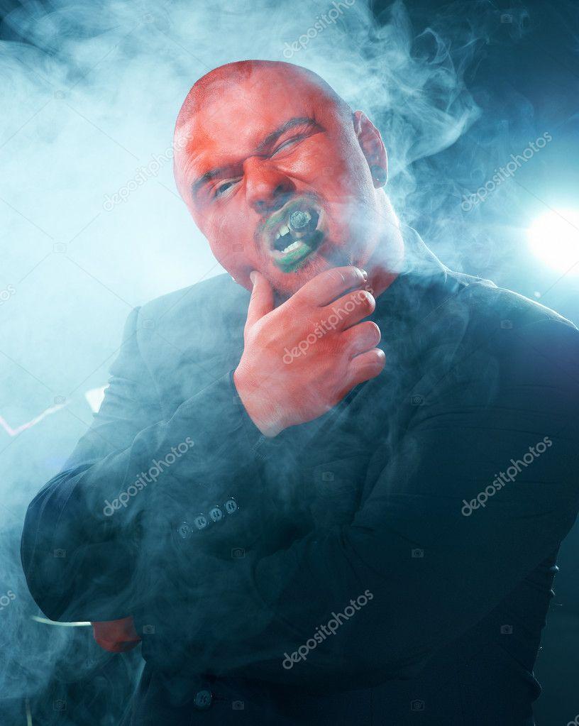 Červená hlava kouření