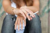 Fotografie Teenager Hände Zigarette