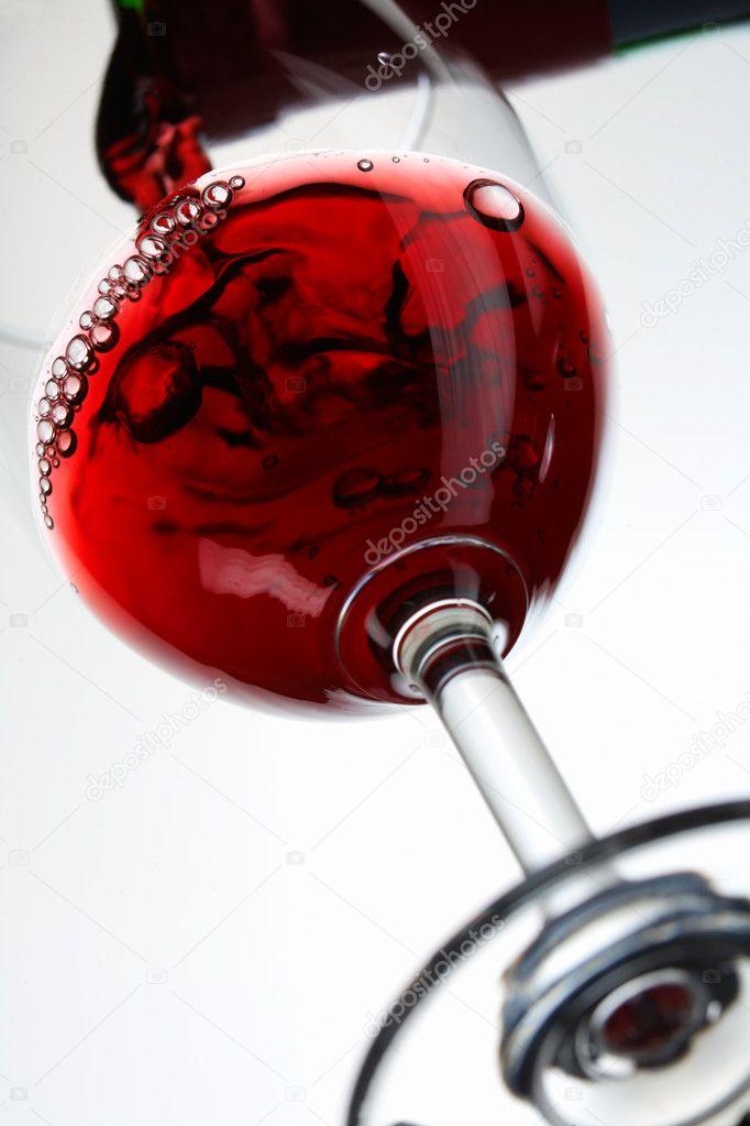 вливают в жопу вино вытащив палец щели