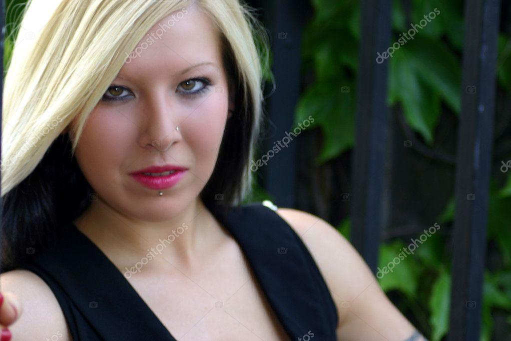 Schöne Blondine Mit Tattoos