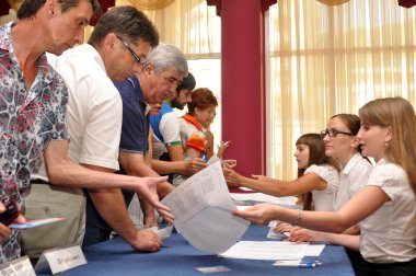 Voting in the preliminary elections (primaries)
