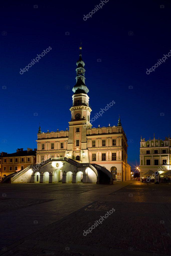 Ratusz W Nocy Głównego Placu Rynek Wielki Zamość Polska