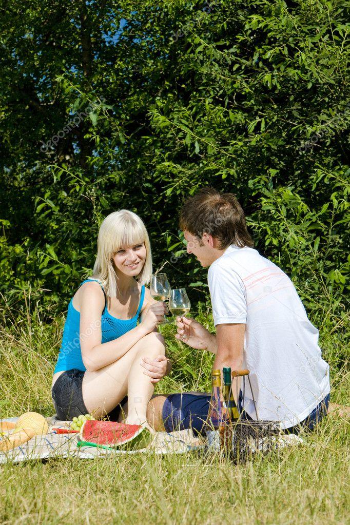фото своих жен на пикнике сухоруков