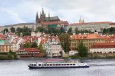 pohled přes Pražský hrad
