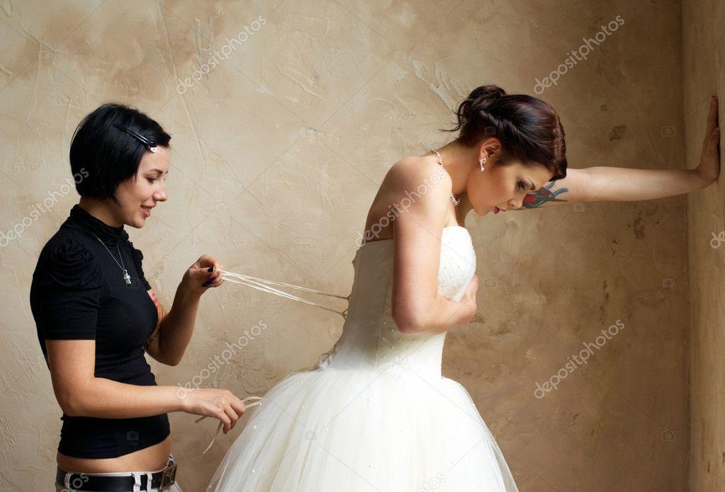 vestir a la novia con tatuaje — fotos de stock © dmitryzubarev #11000112