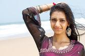 Fotografie glücklich schönen Indianerin am Strand
