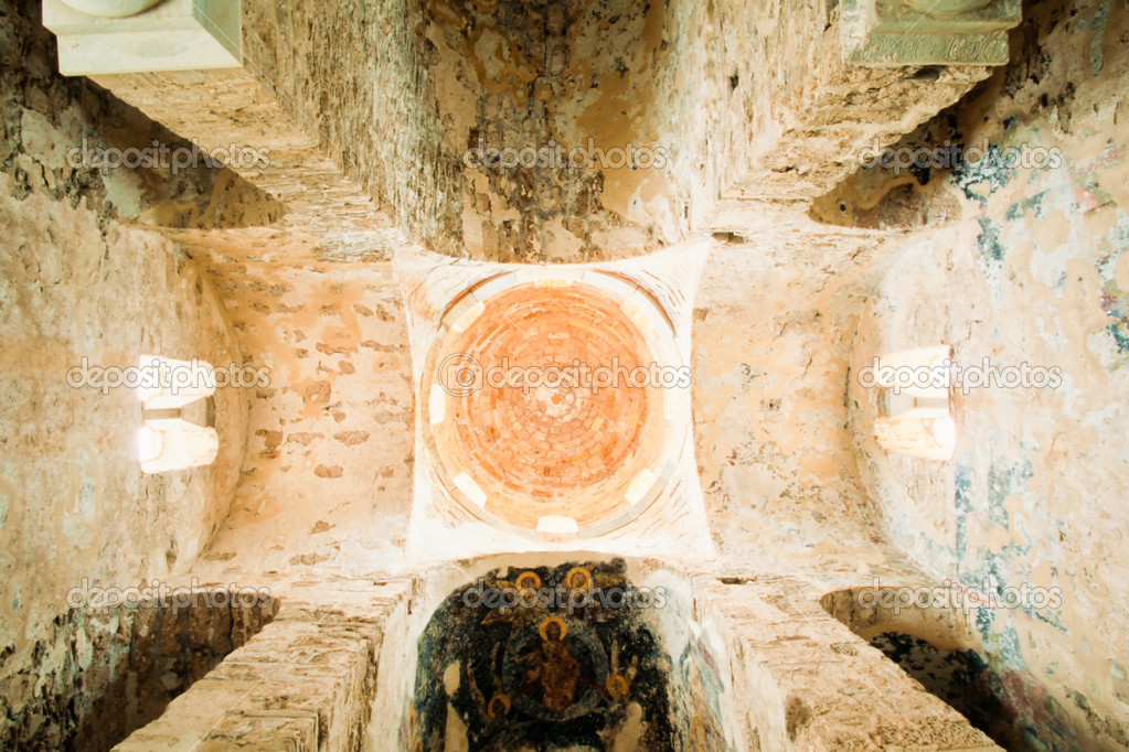 Soffitto A Volta Affrescato : Soffitto a volta allinterno della storica chiesa in grecia u2014 foto