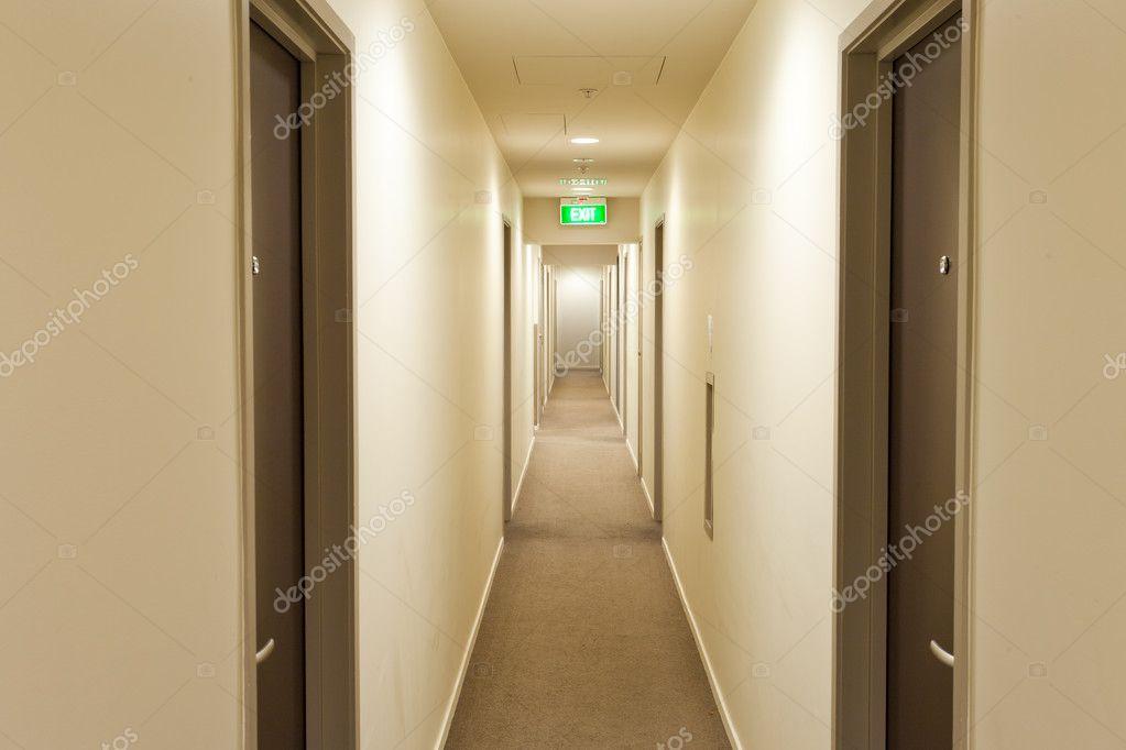 Если вы останавливаетесь в коридоре – это значит, что вы недостаточно решительны в своих действиях.