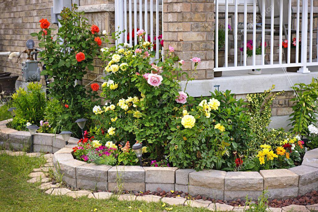 jardin avec Pierre aménagement paysager — Photographie elenathewise ...