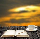 Fényképek Többi Megjegyzés könyv és italt forró kávét a naplementére nyíló kilátással a írható