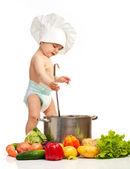 malý chlapec s naběračkou, kastrol a zeleninou