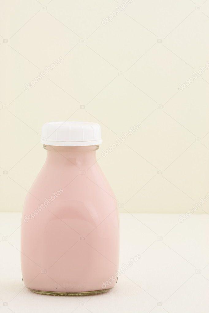 Strawberry fresh milk pint