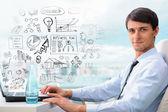 Felnőtt üzleti ember ül az irodájában, és a busine tervezés
