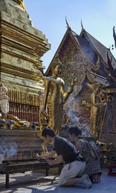 Thailand, Chiangmai, THai religious burn candles in Prathat Doi Suthep Buddhist temple