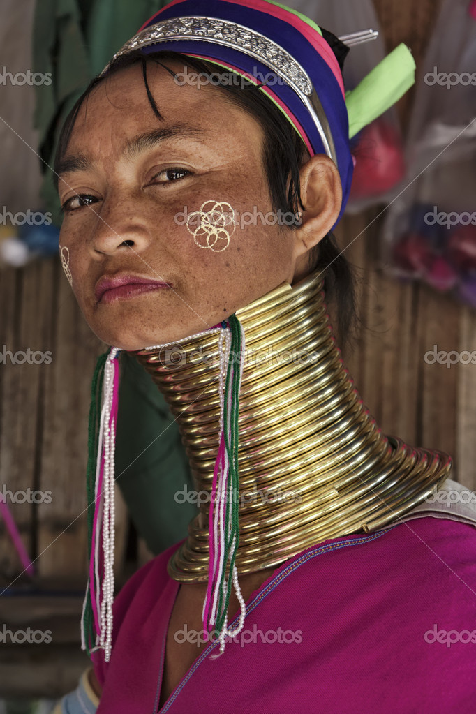 long neck in thailand The neck rings put an immense strain on the body once a person's neck has adjusted to the neck rings, they have to leave the neck rings on permanently because the rings have been on these women for such a long time, this weakens the neck muscles, rendering the neck essentially unable to support itself.