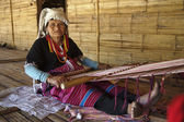 Fotografie Thailand, Chiang Mai, Karen Long Neck hill tribe village (Kayan Lahwi), a Karen woman in traditional costumes is making a carpet