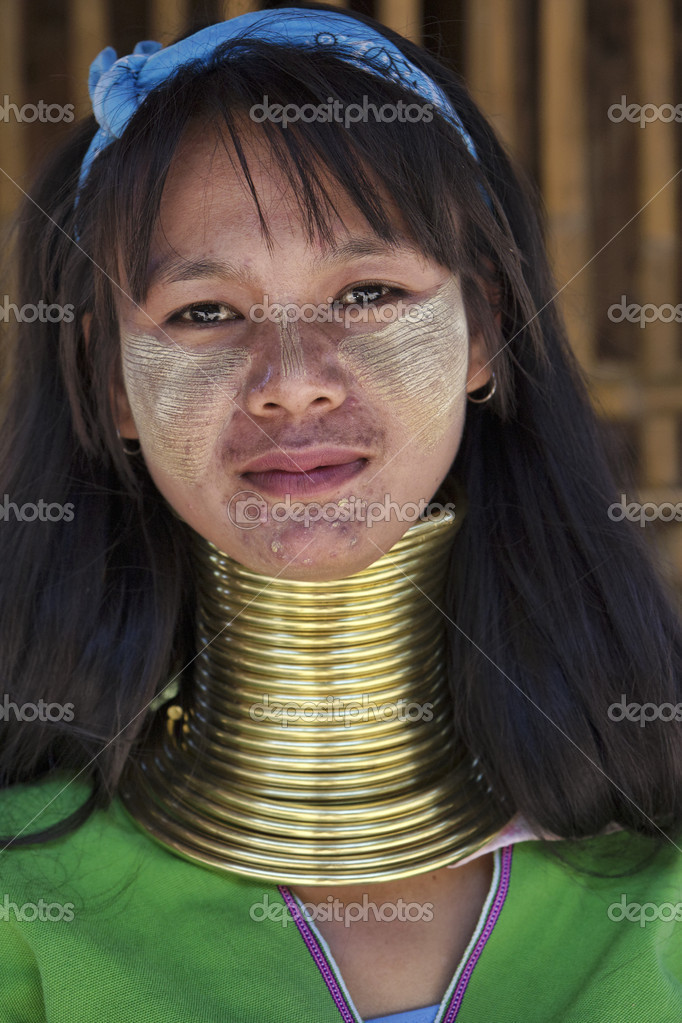 depositphotos_11711439-stock-photo-thailand-chiang-mai-karen-long.jpg