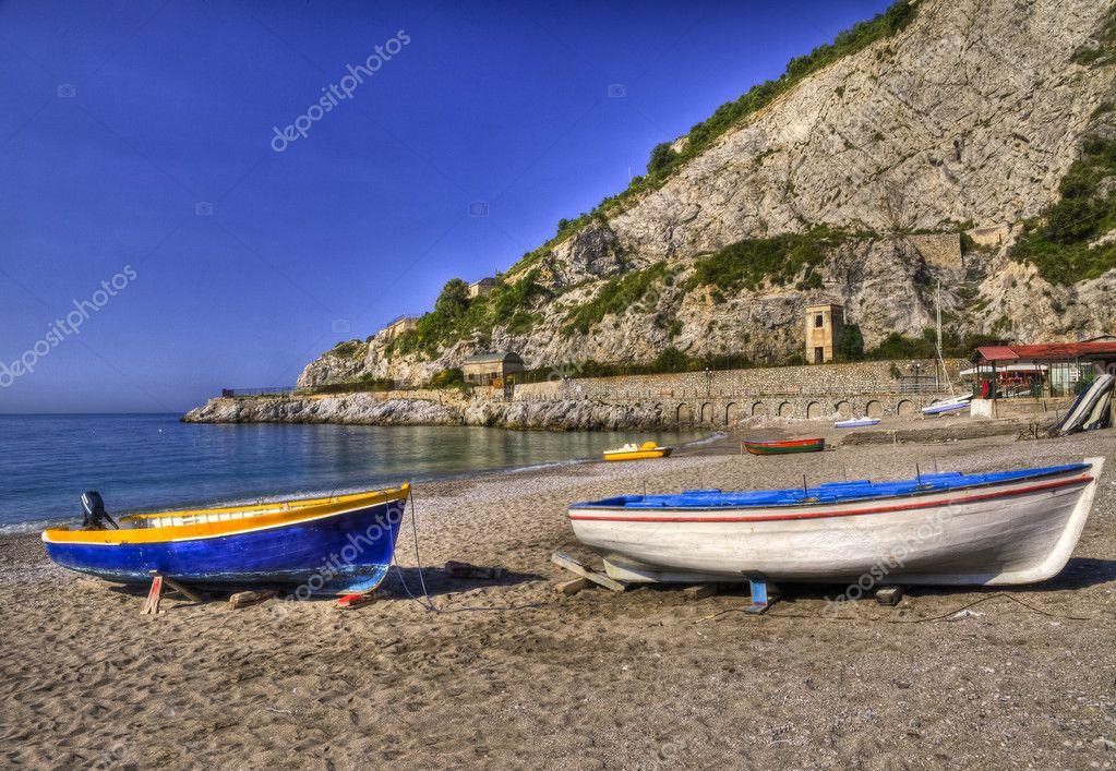 Barche sulla spiaggia di erchie costiera amalfitana for Piani domestici della carolina costiera